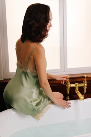 Chainez escorts in New Castle