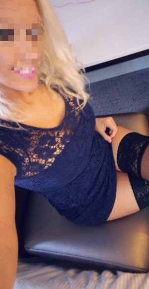 Felicidade escort girl in Garner and nuru massage