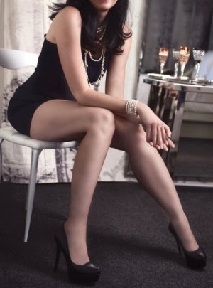 Chayneze escort in Herndon and thai massage