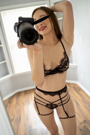 Yasmina happy ending massage & escort